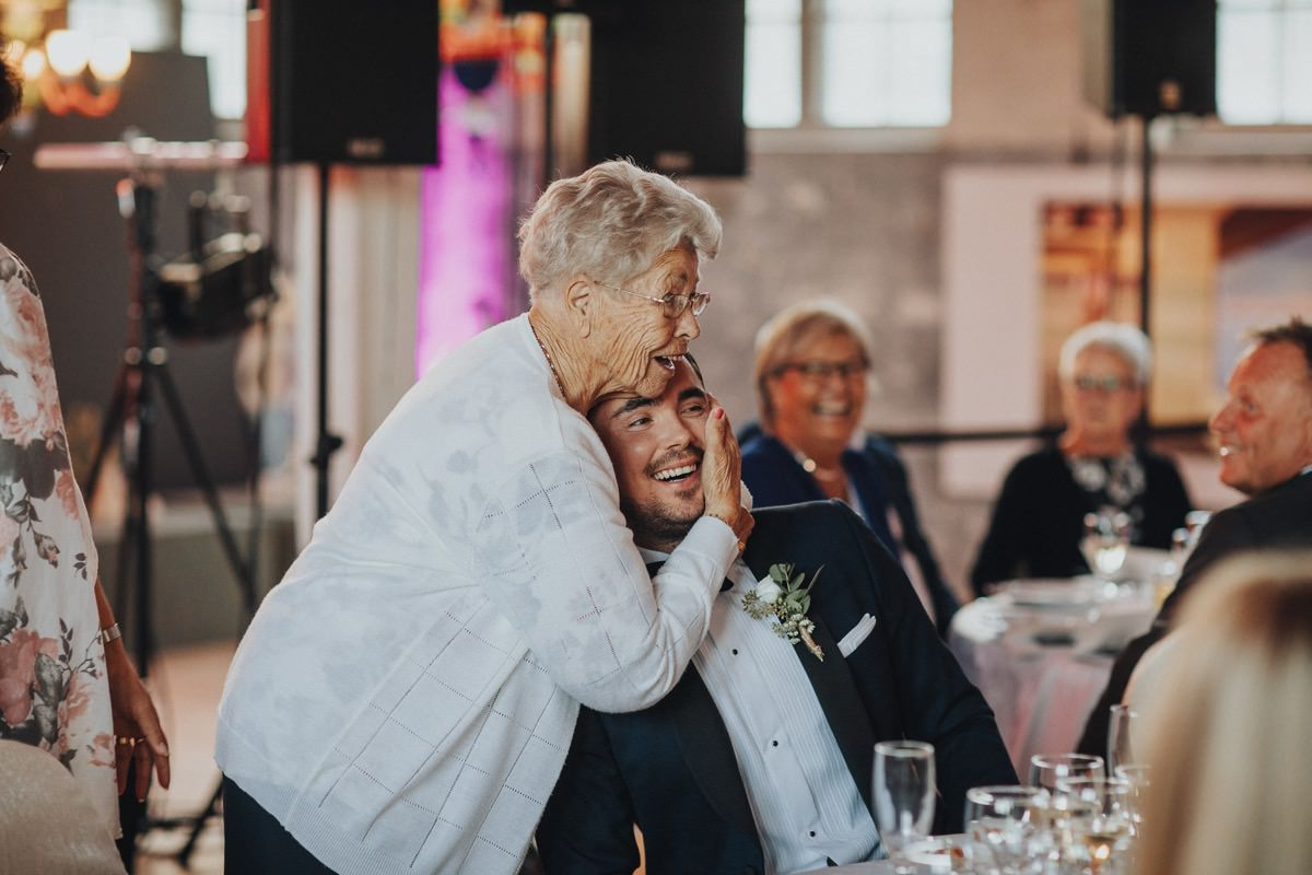 bröllop fest kram sliperiet